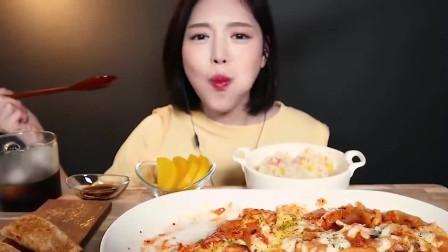 韩国人气吃播,泡菜披萨糖醋肉,配上一大杯肥宅快乐水!