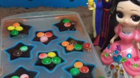 儿童益智玩具:母后给白雪做五角星的草莓水果冻