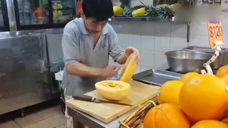 刀削面师傅卖哈密瓜,这刀功让外行直呼看不懂!