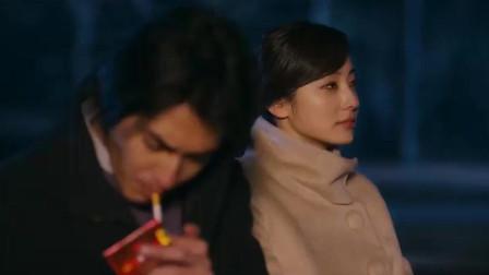 当你点烟的时候,你需要一个这样的女人为你挡风