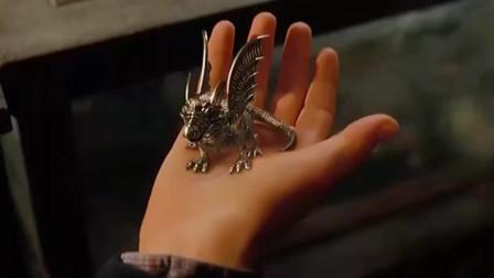 小龙缠在了男孩手指变成了戒指,拥有了控制超能力