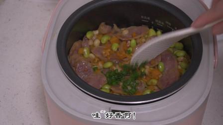 懒人必做美食电饭锅香肠焖饭,太适合我们85后了,你们觉得呢?