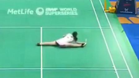 """羽毛球女单,女运动员的动作可以跟林丹的""""鱼跃""""扑球相提并论了!"""