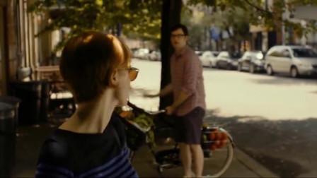 他和她的孤独情事:女子上班路上巧遇熟人,还邀请她去店里喝咖啡