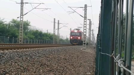 哈尔滨西开往广州东的Z238次高速通过张贵庄站