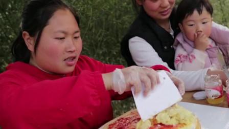 胖妹买了顶级猫山王榴莲,配上果酱做千层蛋糕,美味!
