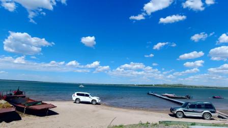 科尔沁草原好风光,大连自驾游呼伦贝尔草原,途径草原腹地湖泊,就问这样的蓝天白云羡慕吧?