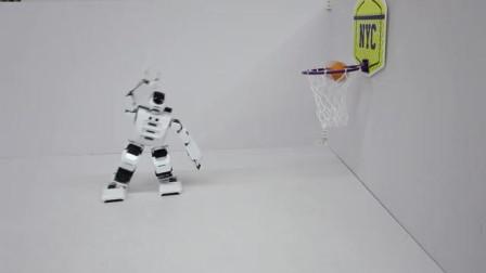 人工智能机器人打篮球,这个勾手谁能盖得到?