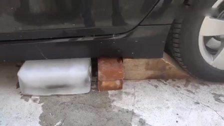 减压实验:牛人把冰块黄色果冻放到车底,真的好减压啊,勿模仿!