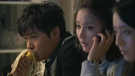 北京爱情故事:程峰和林夏在家,带着小冰一起,一家三口看电视