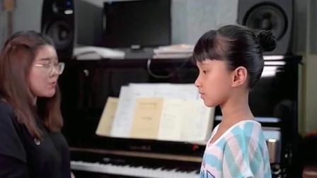 """老师和学生合唱""""黎明前的黑暗"""",都是被天使吻过的嗓子吗?太好听了,你们更喜欢谁唱的?"""