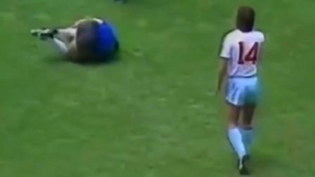 1986年,马拉多纳硬生生把世界杯踢成了个人秀