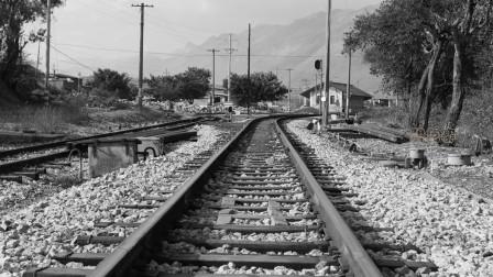 """铁路在清时期,被称作""""妖物"""",甚至曾出现过马拉火车的奇观"""