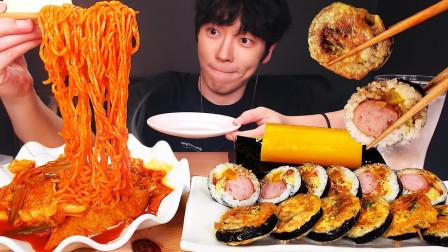 """韩国ASMR吃播:""""辣炒年糕+火鸡面+香肠紫菜包饭"""",听这咀嚼音,吃货小哥吃得真馋人"""