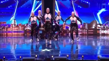 五个一模一样的人一起跳舞,举止如同一人,评委都觉得太不可思议!