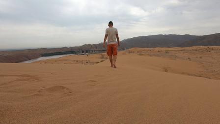 到沙坡头玩沙旅行就是在不断告别我们江湖再见