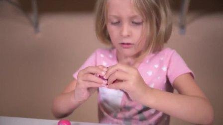 国外儿童时尚,惊喜蛋与小萝莉,一起来看看有什么好玩的吧!