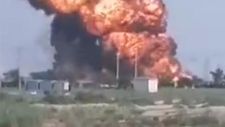 山东东营港停车场油罐车致8人受伤 有人员身上的衣服都被烧光