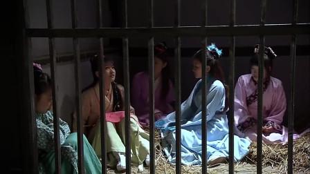 """美女被人贩关进铁笼,没想到美女天生神力,直接""""手撕""""牢笼"""
