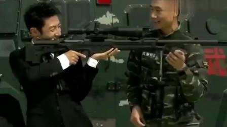 开讲啦:撒贝宁试持国产狙击枪,小撒花式调侃自己,引众人大笑!