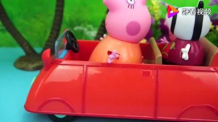 《小猪佩奇的玩具》苏西来到气球主题公园玩耍,佩奇也来和我玩咯