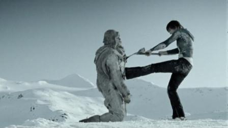 惊悚悬疑片《雪山惊魂1》5人在山上滑雪遭到杀人狂袭击,美女装死躲过一劫