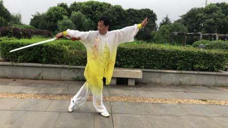 抒怀剑(一剪梅)武汉市高剑背面演示.适合初学者入门学练。