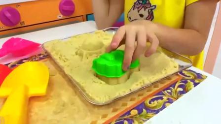 国外儿童时尚,小女孩在为爸爸做甜点,真是心灵手巧的