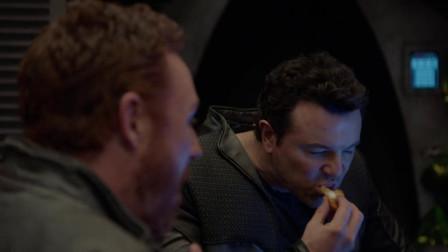 舰长俩人舍命抢设备, 竟只为吃夹心蛋糕, 未来宇宙世界被机器人
