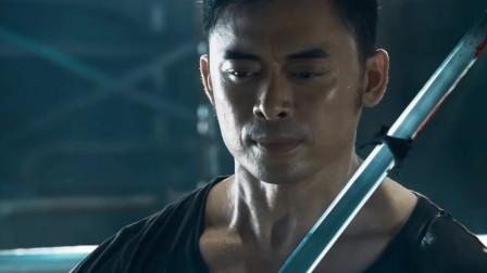 一个人的武林:封于修挑战剑法大明星,剑法出彩,最后用小刀战胜对手