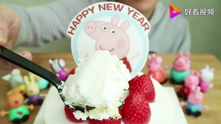 造型超级美的小猪佩奇草莓奶油蛋糕,软绵绵的口感超级棒