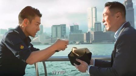 手里的炸弹就要爆炸了,刘德华:等一等,遇到凡事不要慌,先拿出手机发个朋友圈!