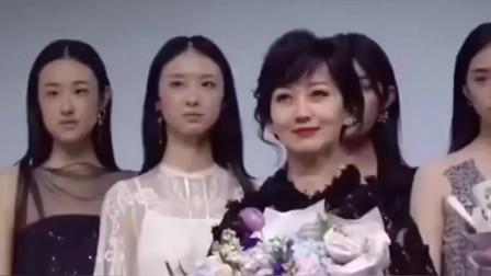 70岁的赵雅芝气质不输模特,这美貌真是没谁了,太冻龄了吧!