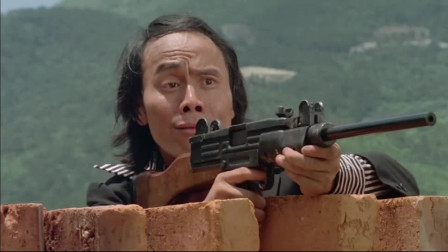 见过这么逗的特工么,一枪没开,竟然把自己吓死了