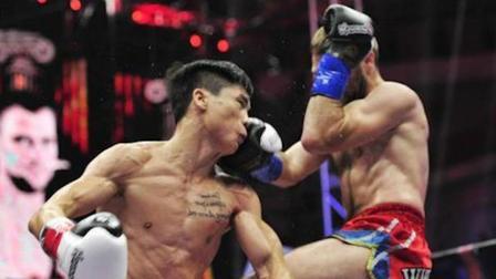 坦克邱建良太狠了,重拳KO荷兰拳王,把魔煞布打到包着纱布回家