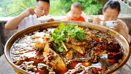 """川厨用一条大鲤鱼做一道正宗川菜""""麻麻鱼""""麻辣鲜香 鱼肉嫩滑"""
