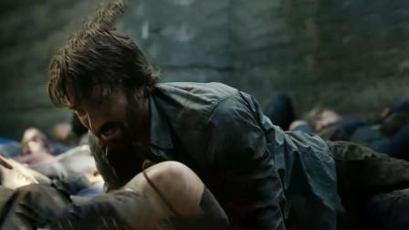 男人一觉醒来发现自己躺在坟墓里,大坑里面全是尸体!