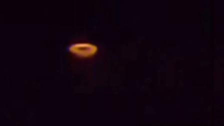 """夜空出现神秘发光体,亲眼目睹的""""UFO""""是真是假"""