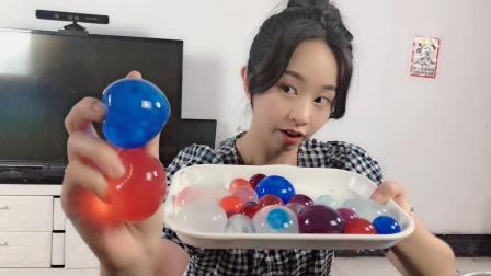"""妹子自制""""可食用的水球"""",看起来好漂亮,结果最后翻车了!"""