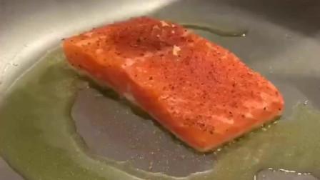 法国硬菜香西餐煎三文鱼,橙香肉嫩,还不用担心长胖!
