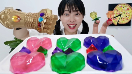 """妹子自制""""爱心宝石果冻"""",加白凉粉和可食用色素,水润晶莹Q弹"""
