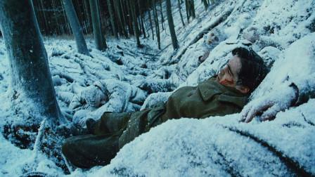 美国大兵被德军设伏打晕,苏醒后,发现周围全是战友的尸体