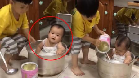 妈妈刚煮好一锅汤,却被宝宝们当成洗澡水,网友:这是水煮娃娃菜