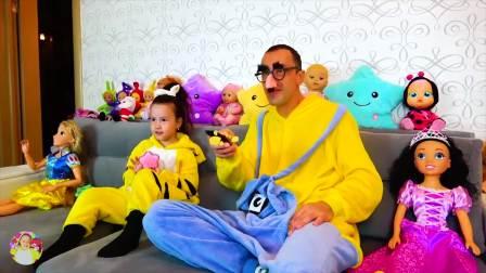 国外儿童时尚,小女孩同爸爸一起看动画片,真可爱呀