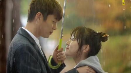 大结局:少女忘带伞,帅哥撑黄色雨伞走来,穿越少女和王上再续缘