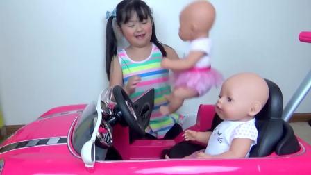 国外儿童时尚,小宝宝,玩送披萨的游戏