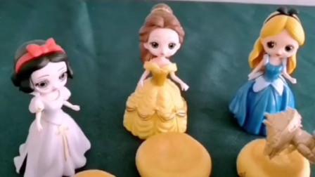 白雪公主做好了烤饼干,送给姐姐们品尝,不料姐姐们毫不领情