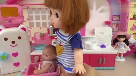 芭比公主厨房健达奇趣蛋,拆封得到小猪佩奇麦昆汽车玩具