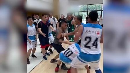 街道篮球赛现暴力冲突!成都七中代表队成员追打裁判