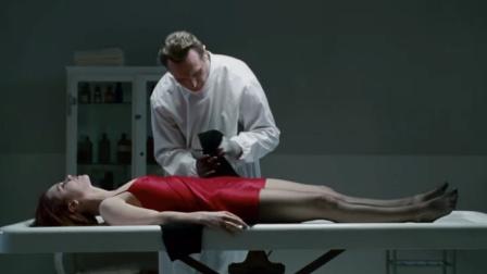 美女竟被送到殡仪馆,差点被活体解剖,这段看了20遍都不够